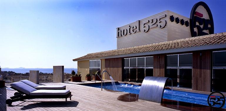 Hotel hotel 525 en los alc zares web oficial for Piscina los alcazares