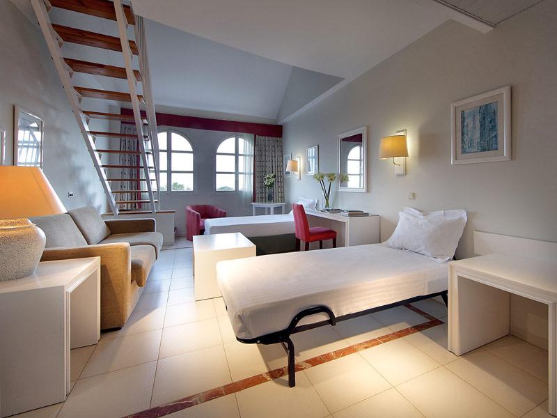 Habitaciones exe gran hotel sol car for Habitaciones cuadruples en sevilla