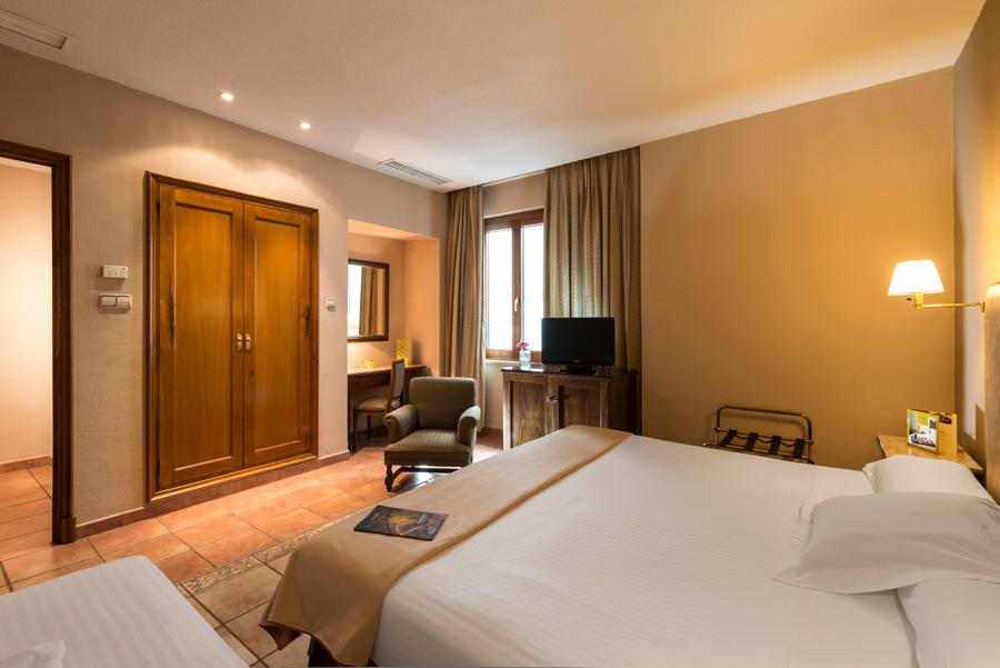 Exe hoteles en espa a for Habitaciones conectadas hotel