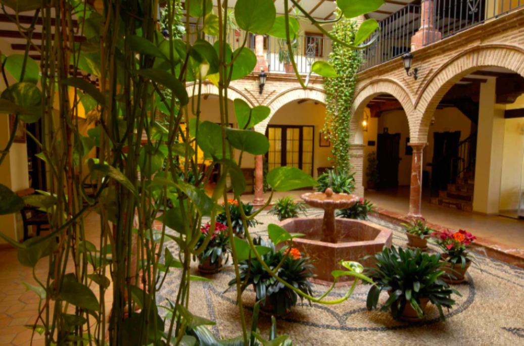Descubre Finca Eslava, un hotel-restaurante en un cortijo andaluz del siglo XVIII