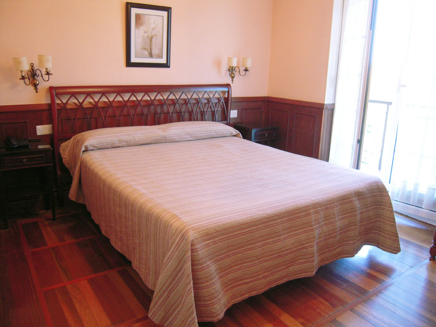 Hotel Alcazar Irun Town Center B&B