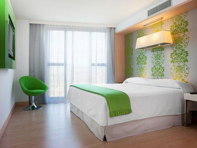 Habitaciones del hotel hotel urh girona - Decoracion habitacion hotel ...