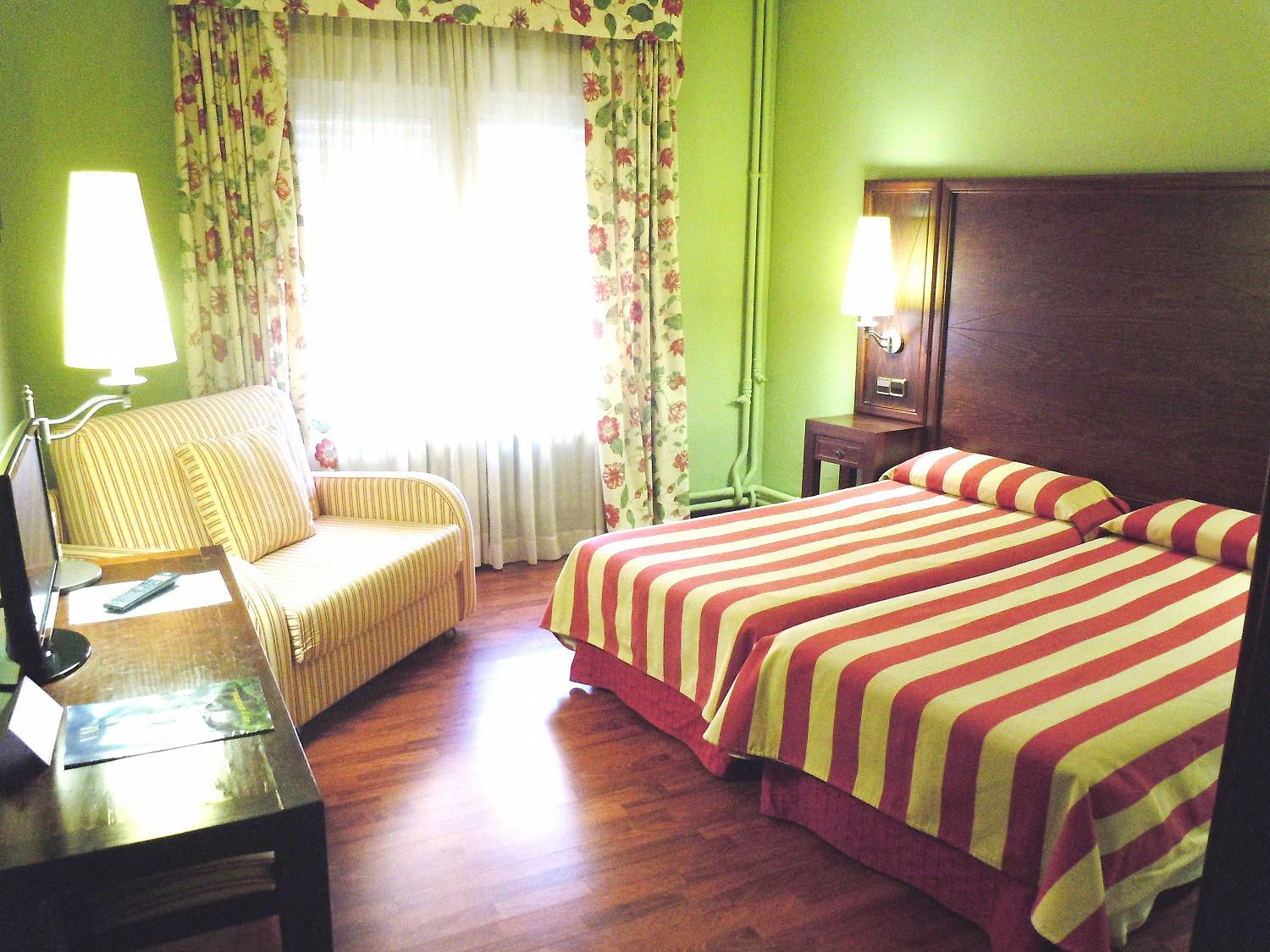 Cuadruple(2 beds+2 sofa bed)