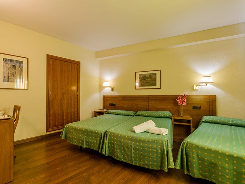 Habitación doble + dos camas