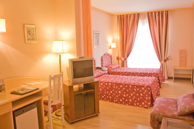 Hotel tibur en zaragoza web oficial for Habitaciones zaragoza