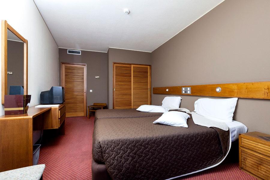 Quarto Duplo/Twin + cama extra c