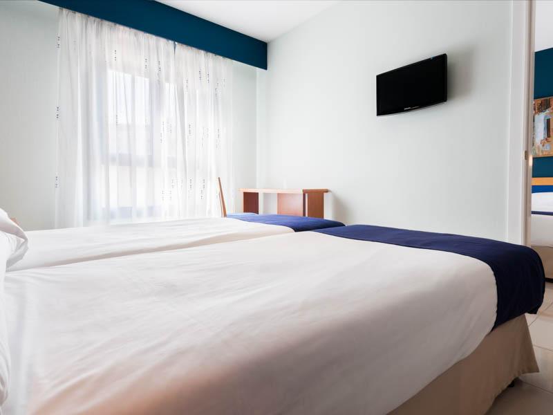 2 habitaciones dobles comunicadas (4 adultos)