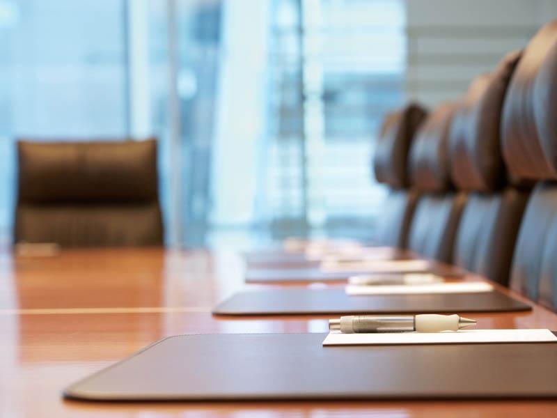 LARGE BUSINESS MEETINGS