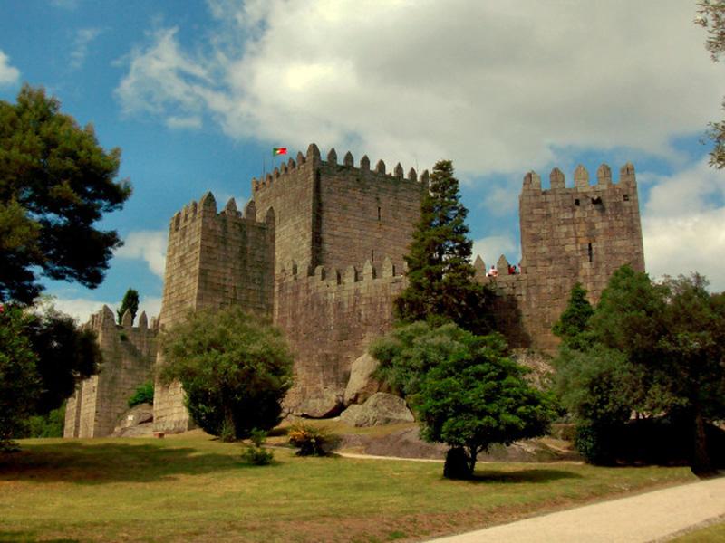 Guimarães (a 25 minutos)