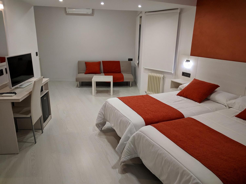 Habitación doble con sofá cama