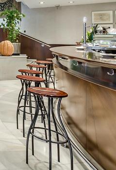Bar<br/>Cafeteria